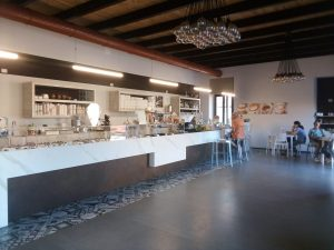 Gelateria, bar, tavola fredda più Abitazione in vendita a Castell'Alfero, Asti