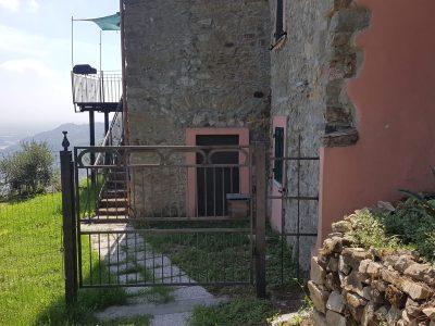 Vendesi casa indipendente. Follo, La Spezia